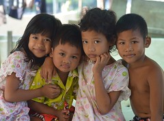 cute children (the foreign photographer - ฝรั่งถ่) Tags: four cute children two girls boys khlong thanon portraits bangkhen bangkok thailand nikon d3200