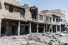 Mosul: A car blown up (rvjak) Tags: iraq irak mosul mossoul car d750 nikon voiture explosion building batiment détruit destroyed street rue war guerre