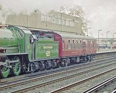 828 + 70000 Support Coach at Eastleigh Station, 10 Oct 1993 (Ian D Nolan) Tags: railway railtour station eastleighstation 35mm epsonperfectionv750scanner 828 460z sr lswr