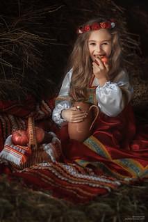 La bambina con mela