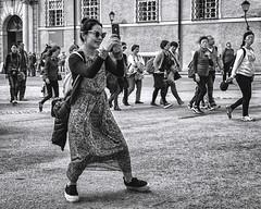 asian mobil dance (berberbeard) Tags: berberbeard austia oesterreich österreich fotografie photography sony a7m2 travel reisen street menschen people schwarzweiss blackandwhite monochrome berberbeardwordpresscom deutschland hannover urban
