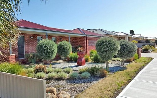 83 Read Street, Howlong NSW 2643