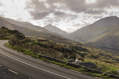 (kellytsi) Tags: nikon d750 ireland irlande landscape paysage sky clouds colors green countryside mountains roadtrip road