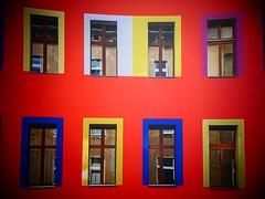 Finestre....   EXPLORE #  24.10.2017 (libra1054) Tags: fenster finestre ventanas janelas fenêtres windows red rosso rojo rouge rot vermelho