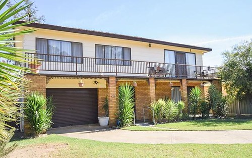 37 Binalong Street, Young NSW