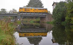 31465 crossing the river, on a positioning move. Nene Valley Railway Class 31 Diesel Gala 15 10 2017 (pnb511) Tags: nene valley railway class 31 diesel gala 15 10 2017 train trains engine engines diesels loco locos locomotive locomotives class31 water river reflection boat barge bridge teasel
