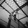 Rete (Valt3r Rav3ra - DEVOted!) Tags: holga holgacfn lomo lomography toycamera plasticcamera medioformato milano film analogico analogica analog analogue ilford ilfordfp4 bw biancoenero blackandwhite valt3r valterravera visioniurbane urbanvisions streetphotography street