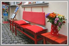 Happy Friday (Körnchen59) Tags: dekoration bank blumen flower rot red bilder erfurt stadt körnchen59 elke körner sony
