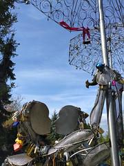 Locked lovers (Ruth and Dave) Tags: couple lovers dancers queenelizabethpark vancouver kiss lovelock sculpture art umbrella parasol padlock lock love symbol