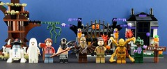 A Star Wars Halloween (part 2) (Alex THELEGOFAN) Tags: hansolo starwars halloween lego legography minifig minifigs minifigure minifigures minifigurine leia c3po r2d2 luke jedi skywalker monster ghost finn rey chewie chewbacca house tree psycho
