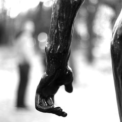 Along the hand (pascalcolin1) Tags: paris homme man muséerodin rodin statue main hand photoderue streetview urbanarte noiretblanc blackandwhite photopascalcolin canon50mm canon 50mm