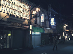 Don't Mind the Lost Traveller (www.instagram.com/angelk32) Tags: asakusa night evening tokyo japan asia deserted em10 olympus microfourthirds mirrorless primelens 17mmf18 bluelight darkness japanstreet nippon travelasia paperlanterns streetlight closedstorefronts