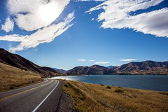 New Zealand - Somewhere on the road [explored] (mho.online) Tags: canon eos 6d ef2470mmf14lisusm new zealand south island blue sky view landscape lake sun neuseeland südinsel see strase road trip blauer himmel sonne sonnenschein wolken