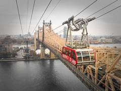 Rooseveltislando_tramway (matheus.domingos) Tags: rooseveltisland roosevelt island newyork newyorkcity new york city nyc ny tram tramway iphone iphonecamera iphone6 bridge queensboro queensborobridge