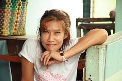 unflinching beauty (the foreign photographer - ฝรั่งถ่) Tags: pretty woman heart bracelet closeup khlong thanon portrait bangkhen bangkok thailand canon kiss unflinching beauty