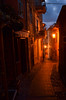 Dunkle Gasse... (++NiklasPhotography++) Tags: laspezia gasse street night licht light laterne