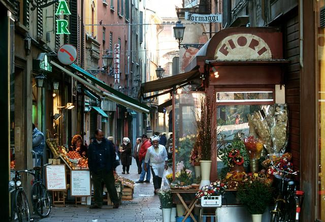 ボローニャ1日観光~学問・美食・塔の都(ヨーロッパの街歩きのオプショナルツアー)