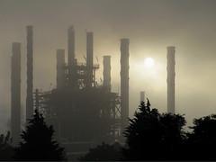 Indústria de base (Rubens Portugal) Tags: fabrica industria nevoa bruma sol torre chamine poluição sky neblina niebla fog sun mist