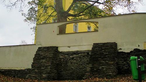 Zídka na vrchu v Moravská ulici