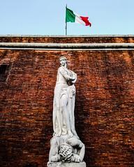 Statua della Vittoria (saveriosalvadori) Tags: italy fortedeimarmi scultura sculpture art arte