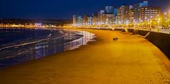 Gijón blue hour. (hajavitolak) Tags: landscape paisaje playa beach blue horaazul bluehour gijón asturias spain mar sea sinespejo sony sonya7ii sonya7m2 mirrorles zeiss zeiss5518za