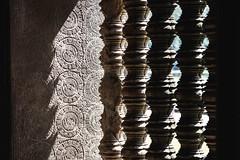 Angkor temples, Cambodia (Aicbon) Tags: verde angkor angkorwat temple templo cambodia cambodja camboya kampuchea khmer jemer arte art windows sombras luz llum piedra stone ancient medieval sudestasiàtic southeastasia sudesteasiatico asia asian asiatic indochina indoxina siemreap cambodge cambogia camboja jiǎnpǔzhài 柬埔寨 kamboçya kambodia 캄보디아 kamboḍiyā कम्बोडिया kambodiya kambodja kambodscha kambodsja kambodža камбоджа kambodża камбоџа kambodzsa kamboja カンボジア καμπότζη kemboja կամբոդիա