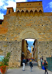 Medieval walled hill town of San Gimignano (peggyhr) Tags: peggyhr archive 2014 sangimignano unescoworldheritagesite italy frameit~level01~ level1peaceawards super~sixbronze☆stage1☆ thelooklevel1red groupecharliel1 thelooklevel2yellow super~six☆stage2☆silver