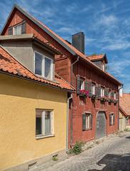 Street view, Visby, Gotland (Gösta Knochenhauer) Tags: nik panasonic lumix fz1000 dmcfz1000 visby gotland sverige sweden schweden suède svezia suecia p9120386nik p9120386 2017 august urban street view house building