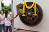 02 augustus 2012-Thailand-IMG_1250 (TravelKees) Tags: bangkok thailand vakantie watsaket temple gong