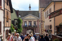 Vacances_0254 (Joanbrebo) Tags: riquewihr grandest francia fr alsace hautrhin streetscenes street carrers calles gente gent people peopleandpaths canoneos80d eosd efs1855mmf3556isstm autofocus