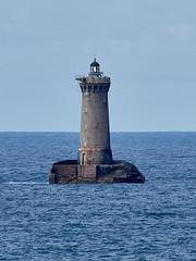 Le phare du Four (28 m de haut et à environ 2,5 km) (ijmd) Tags: france bretagne paysage landscape mer sea porspoder presqu'îlesaintlaurent phare lighthouse