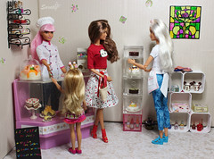 DaMa's cake shop (saratiz) Tags: bakery cakeshop barbie barbiemadetomove barbiefashionista cake pie miniature diorama barbiecurvy