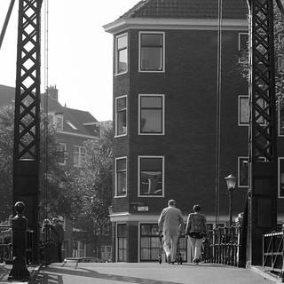 Met de rollator over de Oranjebrug
