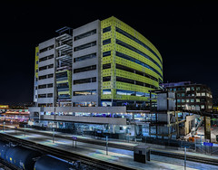 emeryville station west project (pbo31) Tags: bayarea alamedacounty eastbay california nikon d810 color black dark night october 2017 fall boury pbo31 emeryville train rail railyard station amtrak passenger capitolcorridor commuter freight tanker over construction structure west parking office tower bridge garage platform panoramic large stitched panorama yellow