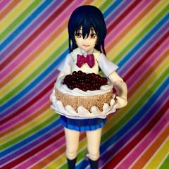 Eat Cake! (Sasha's Lab) Tags: umi sonoda 園田海未 lovelive ラブライブ high school uniform teen girl figma toy cake