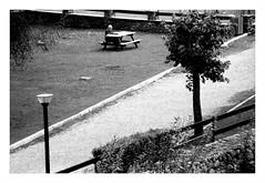 """"""" La lettura del giornale... """" (Davide Zappettini) Tags: davidezappettiniphotography filmphotography analog bw bianconero canoneos3 ilford fp4 readthenewspaper inthemountains alone blackandwhite"""