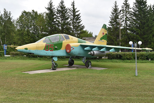 Sukhoi Su-25UB '05 red'