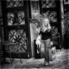 In Black and White (Fouquier ॐ) Tags: bw blackandwhite monochrome street portrait k2 bourla antwerp belgium girl blonde shopping handbag
