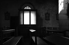 (Jean-Luc Léopoldi) Tags: église church dark darkness ténèbres lumière light bancs lueur glow