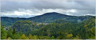 Hochwald und Oybin vom Aussichtspunkt Bastei auf dem Ameisenberg
