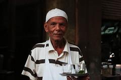 Sami le serveur (Pi-F) Tags: egypte lecaire bar serveur service verre homme thé