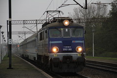 PKP IC EP07-388 . Wrocław Muchobór train station 01.11.2017 (szogun000) Tags: wrocław poland polska railroad railway rail pkp station wrocławmuchobór engine locomotive lokomotywa локомотив lokomotive locomotiva locomotora electric elektrowóz ep07 ep07388 pkpic pkpintercity train pociąg поезд treno tren trem passenger intercity ic 68100 swarożyc d29273 d29275 d29757 d29758 e30 ce59 dolnośląskie dolnyśląsk lowersilesia canon canoneos550d canonefs18135mmf3556is
