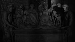 6 - Reims - Basilique Saint-Remi - Mise au tombeau, Pierre polychrome, 1531 (melina1965) Tags: reims marne grandest octobre october 2017 nikon d80 noiretblanc blackandwhite bw sculpture sculptures statue statues église églises church churches tombe tombes grave graves basreliefs basrelief