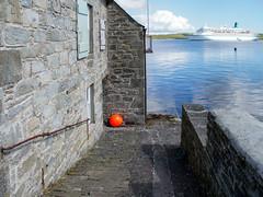 orange (krieger_horst) Tags: kreuzfahrt albatros mauer blau fender grau lerwick orangeshetlandinseln
