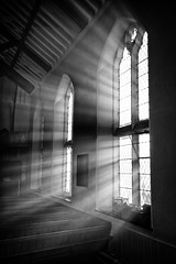 light of light (Dr Kippy) Tags: worcester uk worcestershire worcesterbaptistchurch window light lightstreams beams church churchwindow bw blackandwhite mono monochrome canon7d flickrfriday letthesunshinein