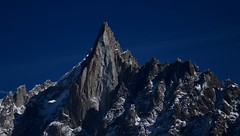 Pyramide des Alpes (CHAM BT) Tags: pointe sommet roc rocher granit gris effondrement voie escalade alpinisme bonatti neige hautemontagne peak summit rock rockfall route rockclimbing alpinism snow highmountain mountain montblanc chamonix france fantasticnature