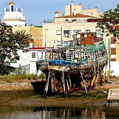 El Puerto de Santa Maria, Andalusia, Spain (pom.angers) Tags: canoneos400ddigital 2017 april spain andalusia europeanunion ocean atlanticocean fromamovingvehicle boat wreck 100 150 200 300 elpuertodesantamaria cadiz 400 5000