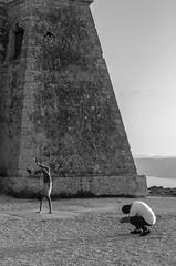 CARBONERAS Street. Mesa Roldán 2 (Pedro Ruiz L) Tags: streetphotography fotocallejera plaza reflejos urbana gente carboneras almería mar sea playadelosmuertos faromesa roldán