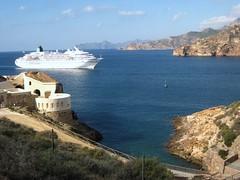 Entrando a puerto.Cartagena.Región de Murcia (Ruben Juan) Tags: bote barco puerto harbour crucero mar paisaje view canon eos700 cartagena murcia españa spain
