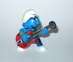 the smurfs 20449 lead guitar player smurf pvc figurine schleich peyo 1998 a (tjparkside) Tags: smurfs smurf lead guitar player 1998 20449 six 6 string electric guitarist musician blue pants green wristband wristbands pvc figurine schleich peyo